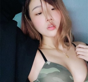 OnlyFans博主Xinniefxy收集图集[298/396M]