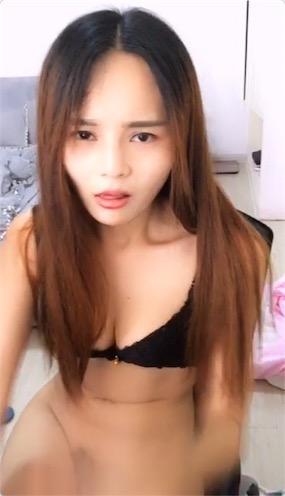 长发美女主播全裸床上呻吟诱惑高清视频[1V/422M]