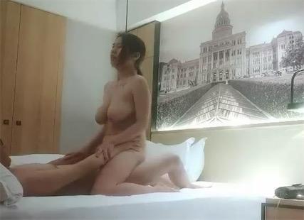 探花开哥 - 巨乳纹身女主视频[1V/936M]