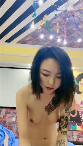 小熊奈奈子足疗店剧情视频[1V/901M]